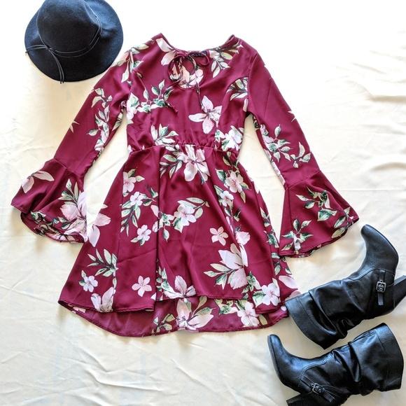 345342a485a7 Maroon Bell Sleeve Floral Dress. M 5b97f089aa8770ebf9283c76